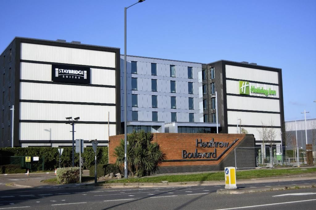 Holiday Inn & Staybridge Suites, Bath Road, London