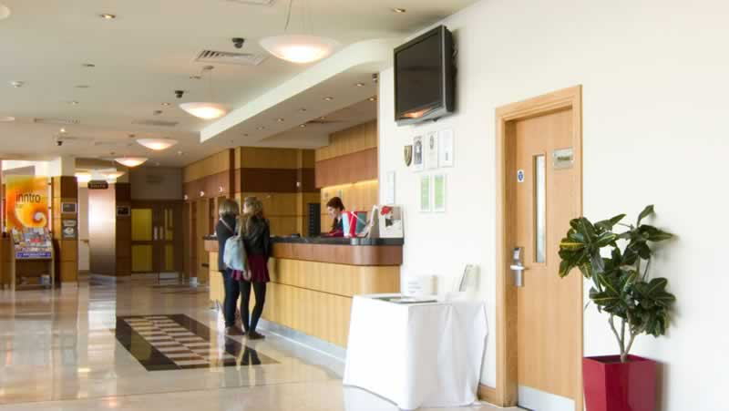 jurys inn plymouth reception