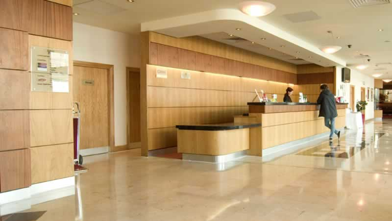 jurys inn plymouth reception1