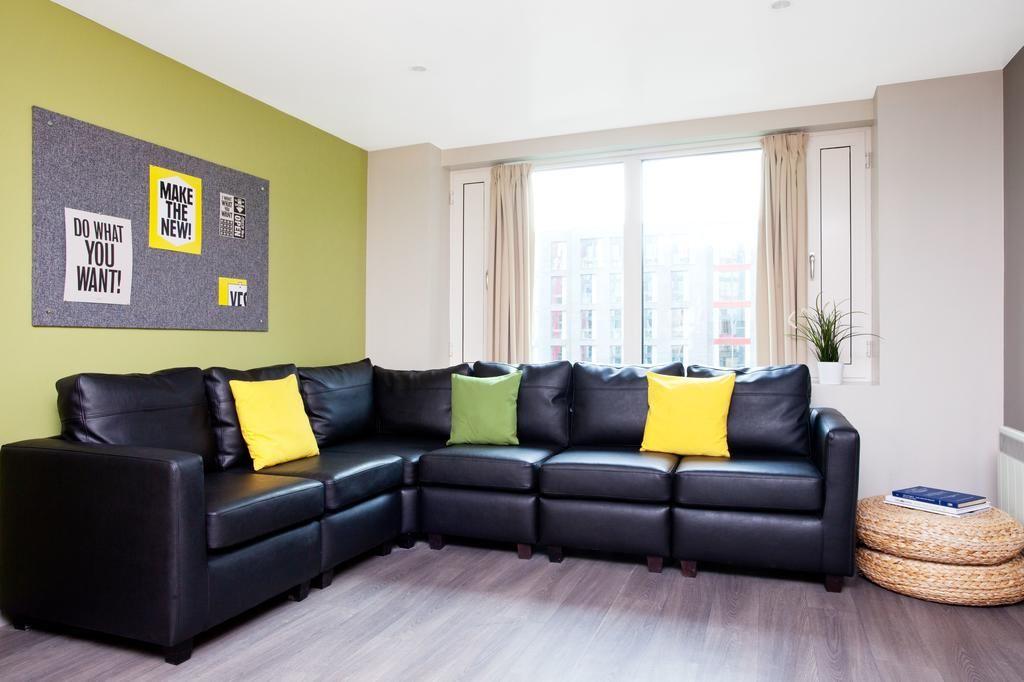st leonards street - livingroom