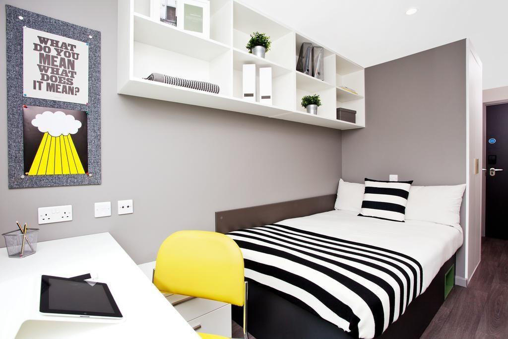 st leonards street - room