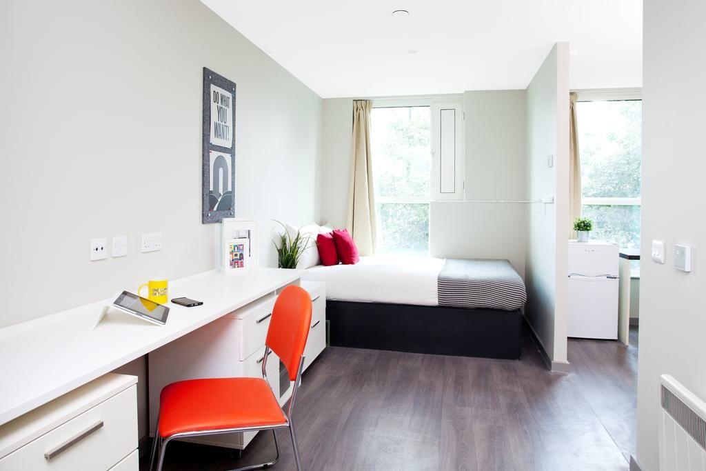 st leonards street - side room