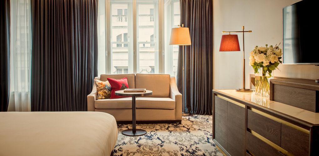 trafalgar hotel bedroom